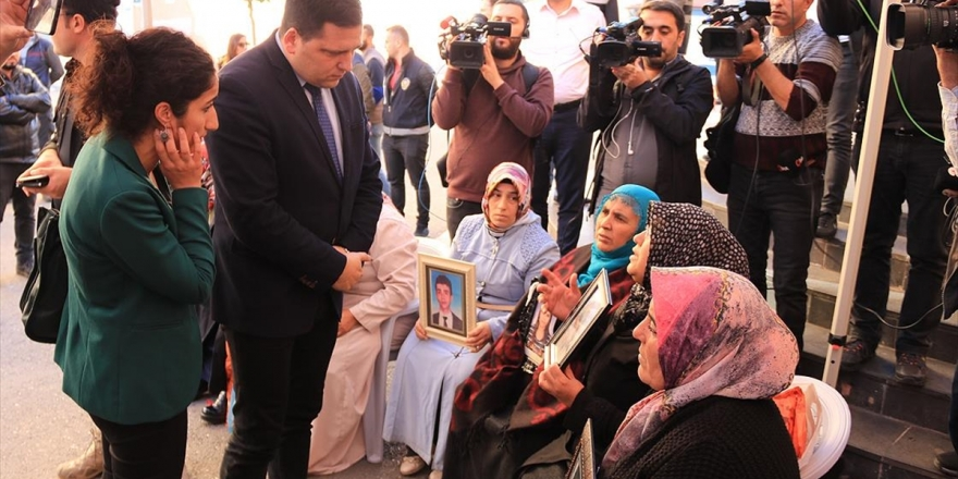 Ap Üyesi Zdechovsky'den Diyarbakır Annelerine Ziyaret