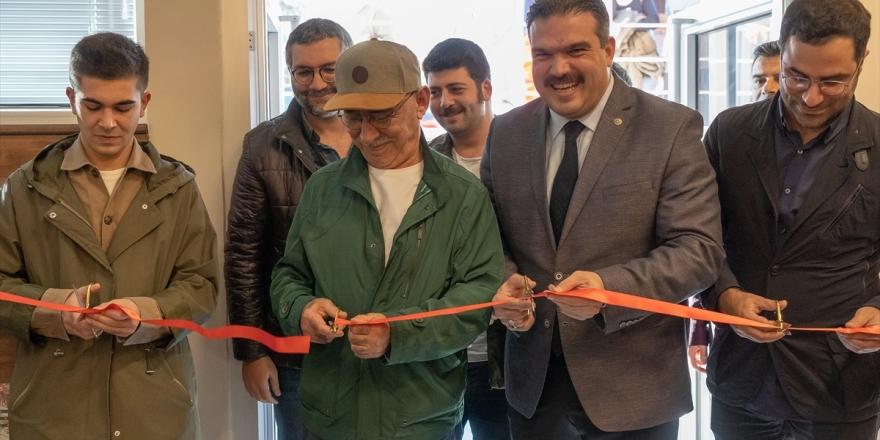 Şener Şen'in Adı Kültür Salonuna Verildi