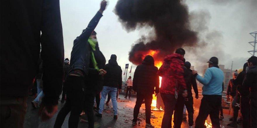 İran'da benzin zammı protestolarında yaklaşık 1000 gözaltı