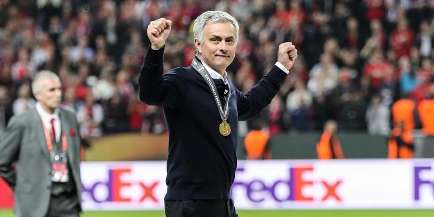 Mourinho Yeşil Sahalara Tottenham İle Dönüyor