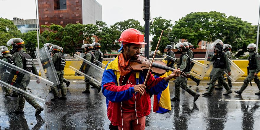 Berat Onur yazdı: Küçük Venedik: Venezüela