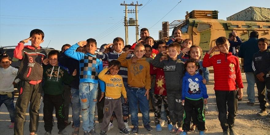 Fırat Kalkanı Bölgesindeki Suriyeliler Evlerine Dönmeye Başladı