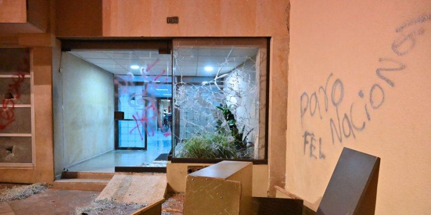 Kolombiya'da binlerce kişi eylemde: Bankalar yağmalandı