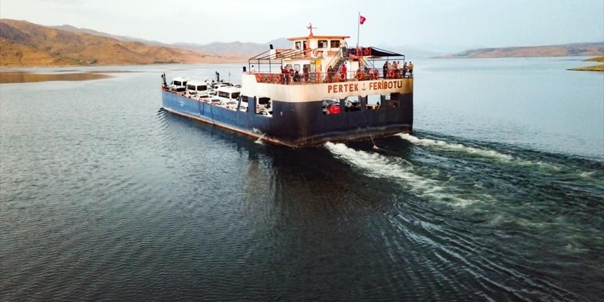 Denizsiz Kentleri Birleştiren Baraj Gölünde 'Boğaz' Keyfi