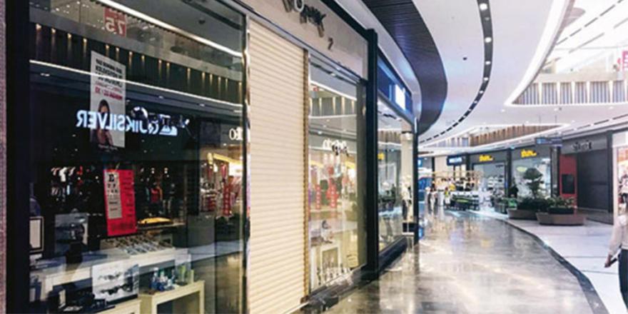 AVM'de döviz eylemi: Mağazalar kepenk indirdi