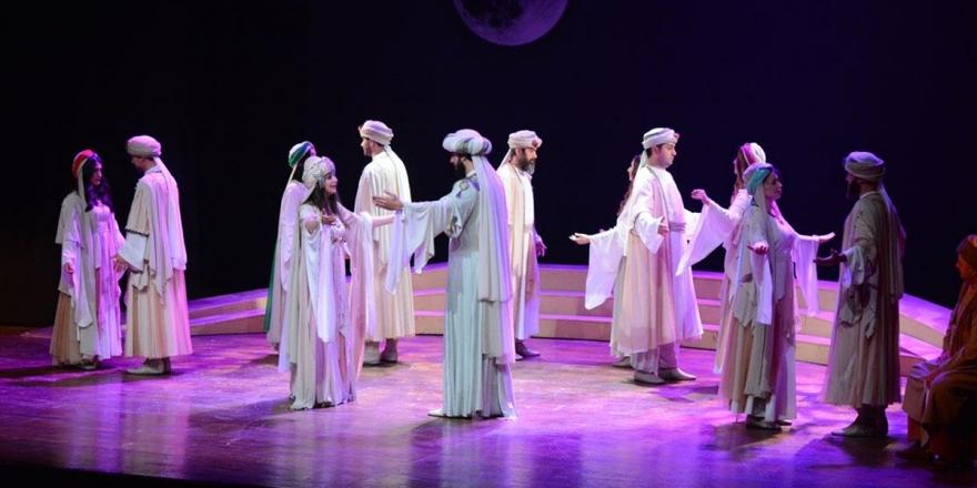 Ankara Devlet Tiyatrosu Malatya'da 'Leyla İle Mecnun' Oyununu Sahneledi