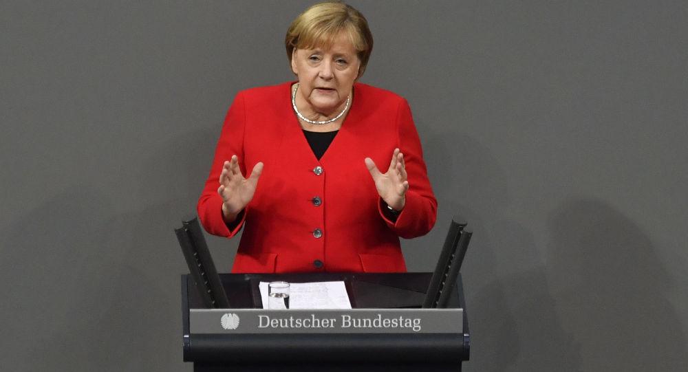 Merkel: Şirketler nitelikli iş gücü sorunu yaşıyor