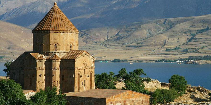 Akdamar Adası'ndaki Ermeni ayinine Bakan Ersoy da katılacak