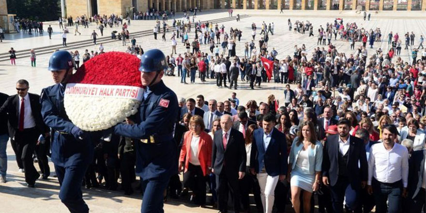 Kılıçdaroğlu CHP'nin 95'inci kuruluş yılında Anıtkabir'i ziyaret etti