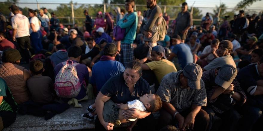 Abd'ye Gitmek İçin Yola Çıkan Binlerce Göçmen Meksika Sınırına Dayandı
