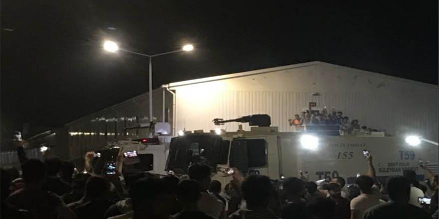 3. havalimanında işçiler ayakta: Yüzlerce gözaltı var