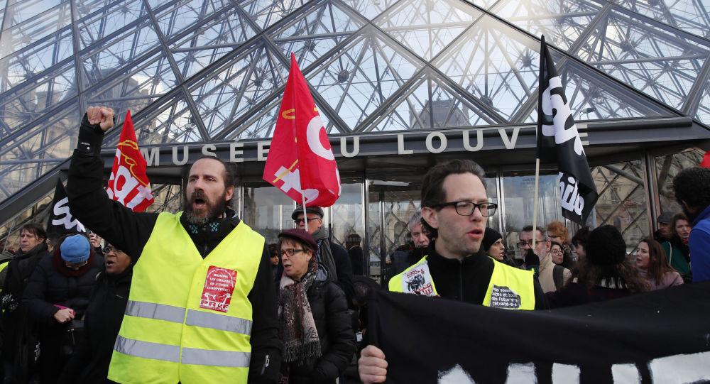 Fransızların yüzde 67'si emeklilik reformunun referanduma götürülmesini istiyor