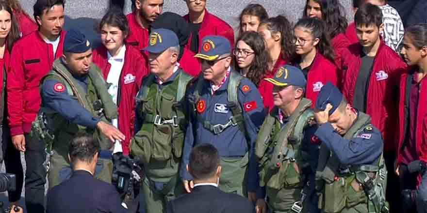 Cumhurbaşkanı Erdoğan pilot kıyafetiyle