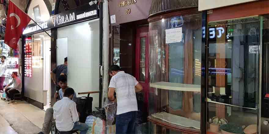 CHP'li Gürsel Tekin: 'Kriz yok diyenler kapalı ve boş dükkanları görsün'