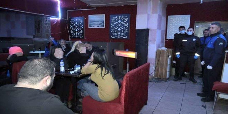 Pavyonlara Baskın! Bursa'da ne Yasak Dinlediler ne de Koronavirüsü