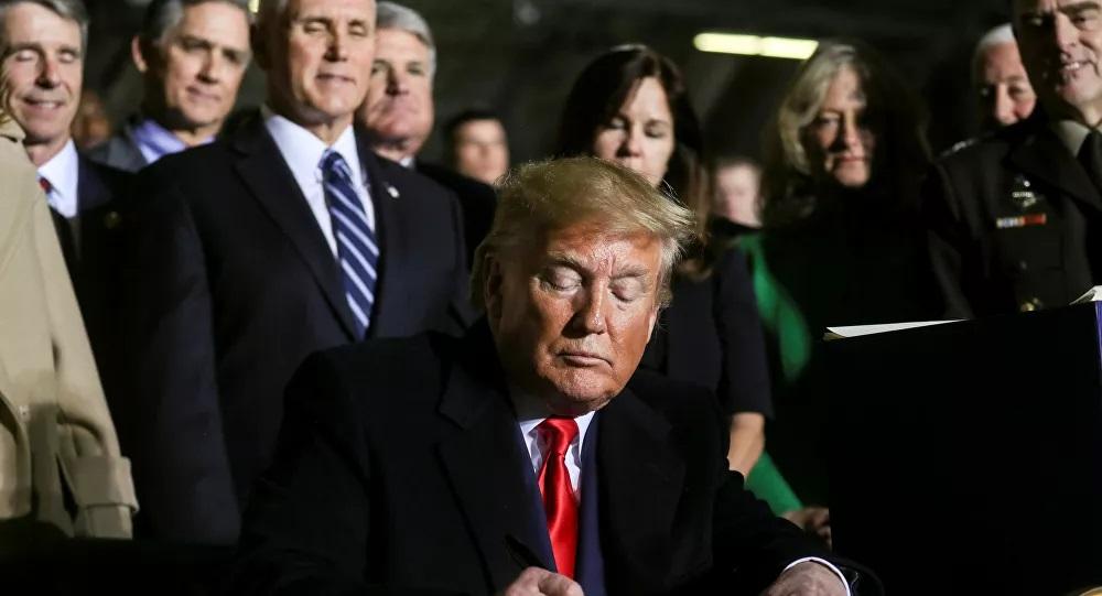 Trump, 2.2 trilyon dolarlık 'ekonomik teşvik paketi'ni onayladı