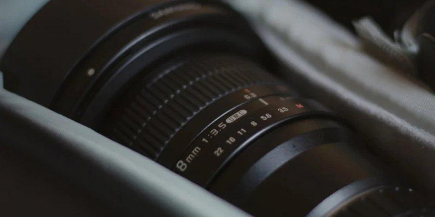 Canon, Kendi Arkasını Dahi Görebilen Yeni Bir Balık Gözü Lens İçin Patenti Başvurusu Yaptı