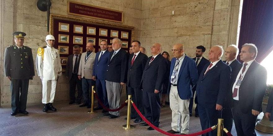 Yetkililer Anıtkabir ziyaretini iptal edince, İlber Ortaylı ve tarihçiler Anıtkabir'e gitti