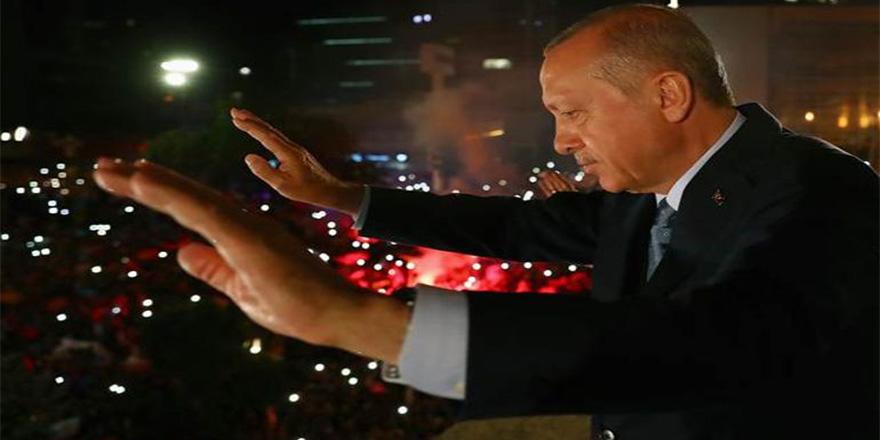 Erdoğan'ın balkon konuşması: Siyaset bilimciler çözemez