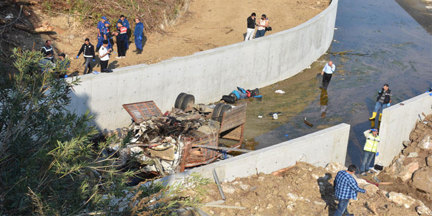 İzmir'de katliam gibi kaza: 19 göçmen öldü