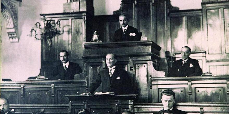 15 Ekim 1927: Atatürk, Büyük Nutuk'u Meclis kürsüsünden okumaya başladı