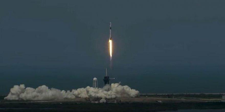 Ertelenen uzay yolculuğu başladı: SpaceX roketi dakikalar içinde fırlattı