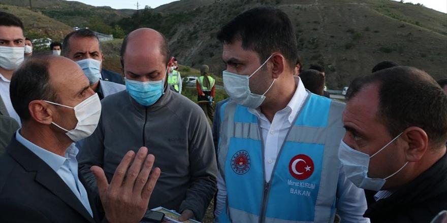 Bakan Kurum Elazığ'daki Depremin Merkez Üssü Sivrice İlçesinde İncelemelerde Bulundu