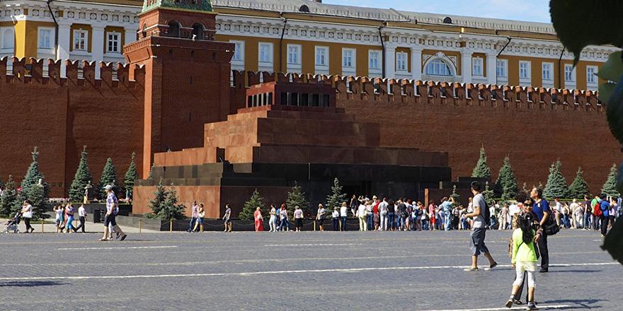 Komünist dönemden sonra böylesi görülmedi: Lenin'e ziyaretçi akını