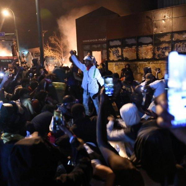 ABD basınının tek gündemi şiddetli protestolar