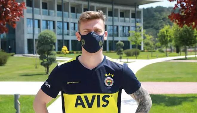 Fenerbahçe, logolu maske satışına başladı
