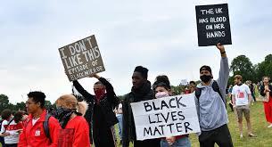 'Elbette siyahların yaşamları değerlidir' diyen BoJo'ya protestoculardan 'Masum değilsin' tepkisi