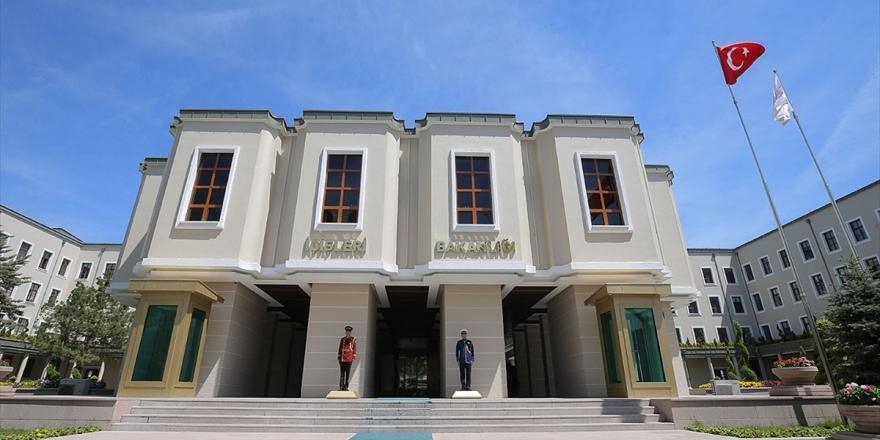 İçişleri Bakanlığı: Pkk'nın Sözde Üst Düzey Yöneticisi Teslim Oldu