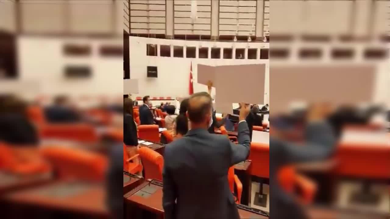 """HDP, GENEL KURUL'DA """"NEFES ALAMIYORUZ"""" EYLEMİ YAPTI"""