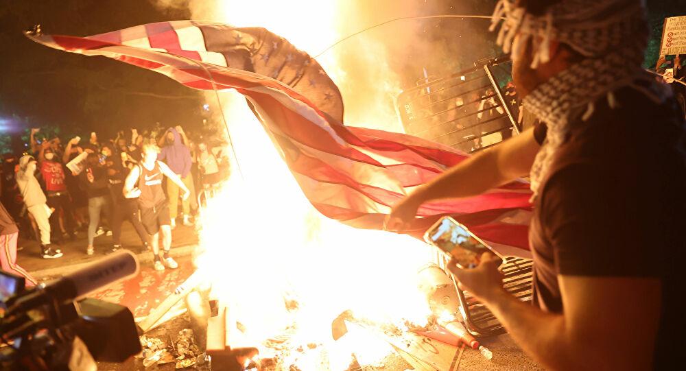 ABD Adalet Bakanı: George Floyd protestolarındaki şiddet olaylarını Antifa ve yabancı aktörler çıkarıyor