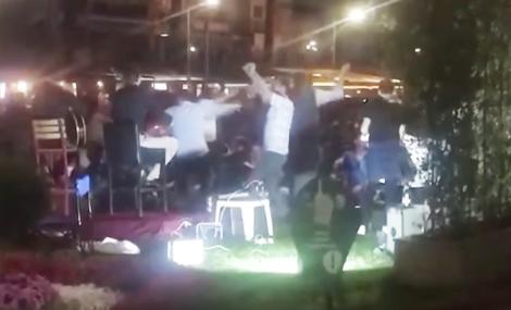 İzmirliler Kordon'a akın etti, kalabalık korkuttu.