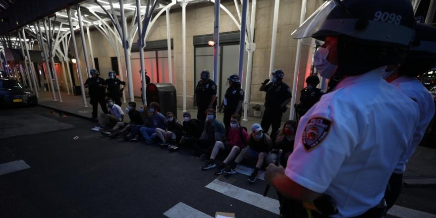 ABD'de Demokratlar Polise Karşı Soruşturma Başlatmayı Kolaylaştıracak Yasa Tasarısı Hazırlığında