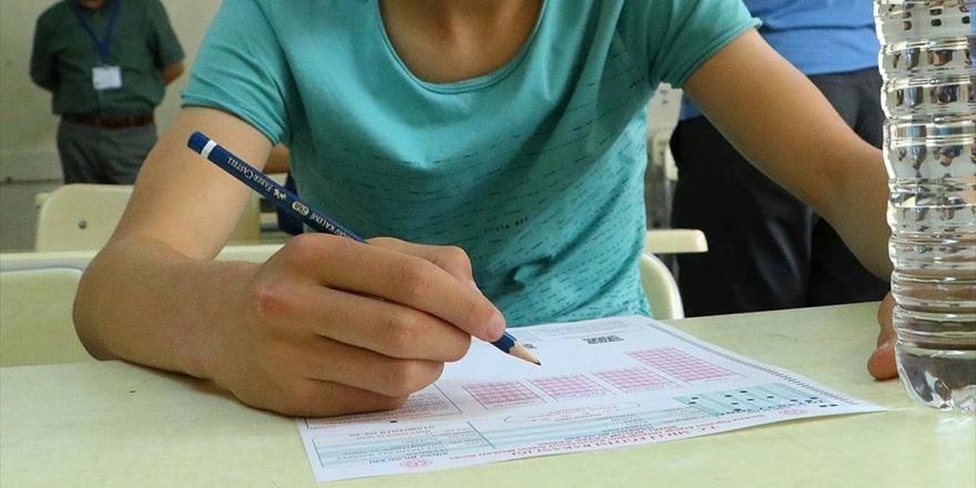 LGS Ve YKS'ye Girecek Öğrencilere 'Evde Maskeyle Test Çözün' Tavsiyesi