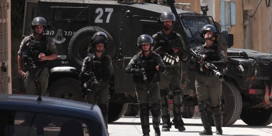 İsrail Polisi Kudüs'te 21 Filistinliyi Gözaltına Aldı