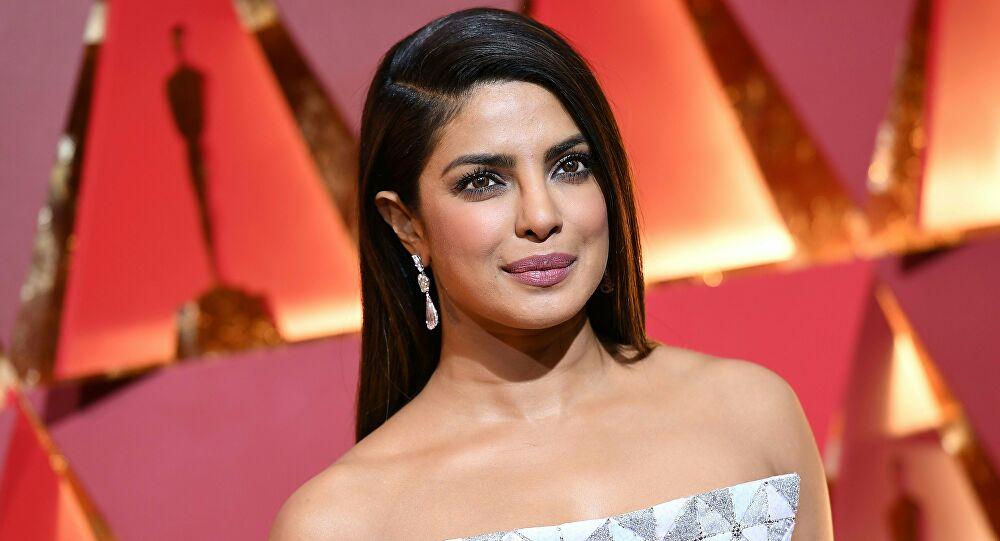 Hem cilt beyazlaştırıcı reklamı yapıp hem ırkçılık karşıtı mesaj atan Bollywood yıldızlarına 'ikiyüzlülük' eleştirisi