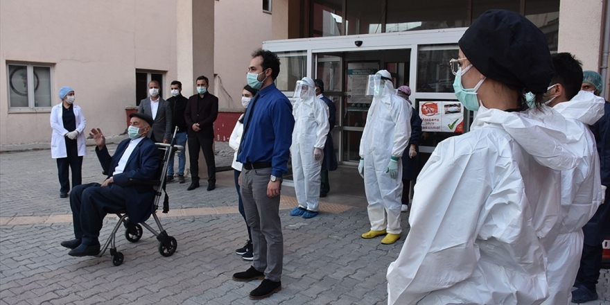 Türkiye'de Kovid-19'dan İyileşen Hasta Sayısı 141 Bin 380'e Yükseldi