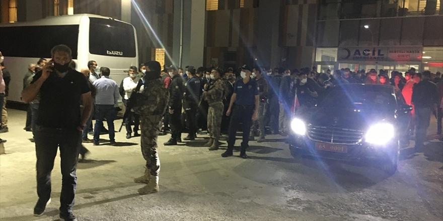 Van'da Pkk'lı Teröristler Yol Yapım İşçilerine Saldırdı: 2 Şehit, 8 Yaralı
