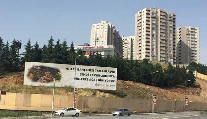 Ümraniye Belediyesi, 'ağaç dikiyoruz' tabelasının arkasındaki ağaçları söktü!