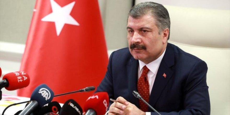 Sağlık Bakanı Fahrettin Koca açıklamalarda bulunuyor