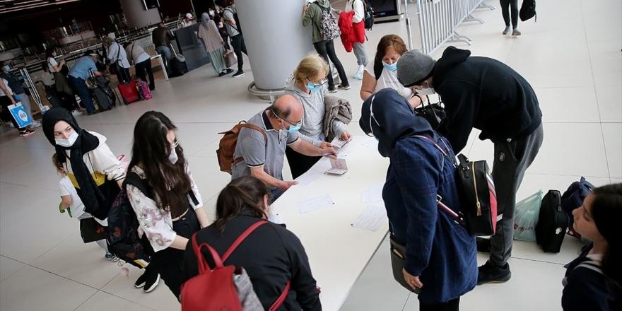 YTB: Türkiye'ye Gelecek Yurt Dışındaki Vatandaşlar İçin 14 Gün Gözetim Uygulaması Kalktı