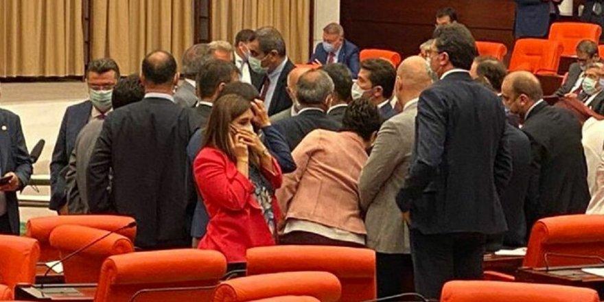 Bahçeli devreye girdi, Meclis'te CHP'li Özel'e saldıran MHP'li Kılavuz özür diledi