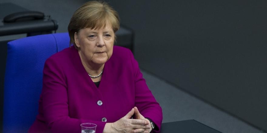 Merkel, Çin Devlet Başkanı Şi İle Ekonomi Ve Uluslararası Konuları Görüştü