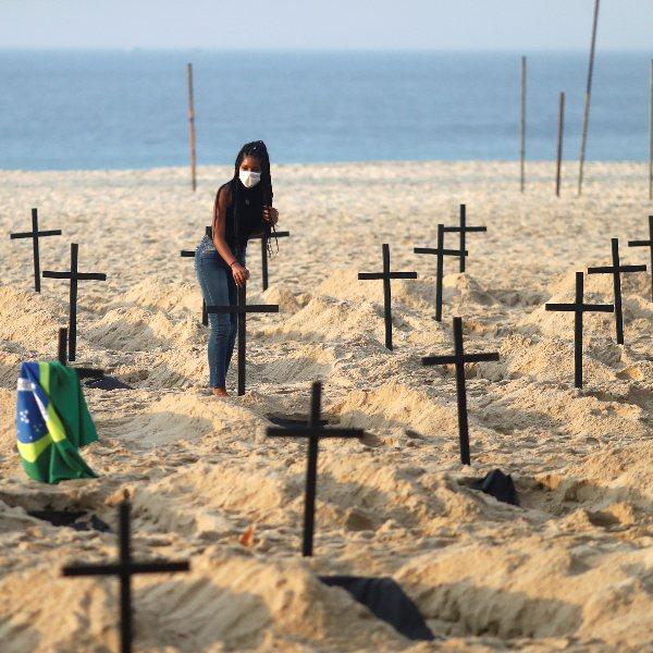 Brezilya'da plaja mezar kazdılar