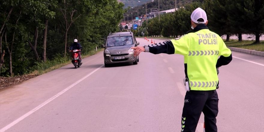 Türkiye Genelindeki Denetimlerde 18 Bin Sürücüye 'Cep Telefonu' Cezası