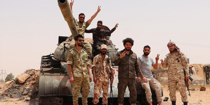AA Ekibi Libya Ordusunun Hazırlıklarını Sürdürdüğü Sirte Cephe Hattındaki Bölgeleri Görüntüledi