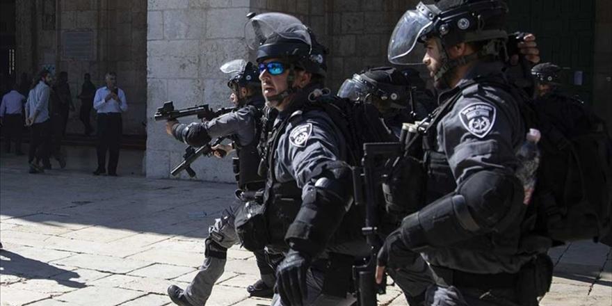 İsrail Güçleri 9 Filistinliyi Gözaltına Aldı